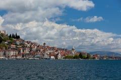 Sibenik, взгляд Хорватии от моря Стоковое Изображение