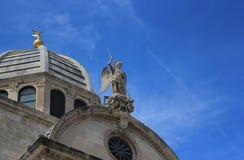 Sibenik Cathedrale的圣迈克尔和圆顶 图库摄影