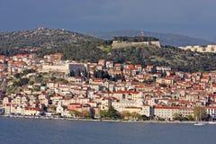 Sibenik, ciudad croata en el mar adriático Imagen de archivo libre de regalías