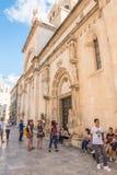 SIBENIK, maj 26,2017: Sceniczny widok przy śródziemnomorskimi wąskimi ulicami i historyczna tradycyjna architektura w Chorwacja,  Obraz Royalty Free