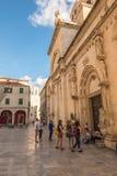 SIBENIK, maj 26,2017: Sceniczny widok przy śródziemnomorskimi wąskimi ulicami i historyczna tradycyjna architektura w Chorwacja,  Obraz Stock