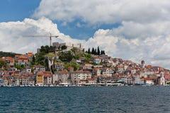 Sibenik, vista della Croazia dal mare Immagini Stock Libere da Diritti
