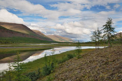 Siberië. Het plateau van Putorana. Vallei van rivier Kotui Stock Afbeeldingen
