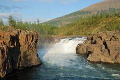 Siberia. Meseta de Putorana. Río de Yaktali Foto de archivo libre de regalías