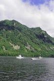 siberia Sikt från vattenområdet av Teletskoye sjön Fotografering för Bildbyråer