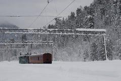 Siberian taiga, vinter Ryssland, Trans.-siberian järnväg Arkivbild