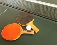 Sibile o azul de céu da esfera do pong da pá e do sibilo do tênis de Pong Imagem de Stock