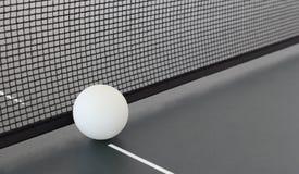 Sibile o azul de céu da esfera do pong da pá e do sibilo do tênis de Pong Foto de Stock Royalty Free