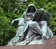 Sibille die het boek van geschiedenis lezen, het Gedenkteken van Bismarck Stock Afbeeldingen