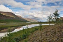 Sibirien. Putorana Hochebene. Tal von Kotui Fluss stockbilder