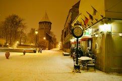 Sibiu citadells gata Rumänien vid natt Arkivfoto