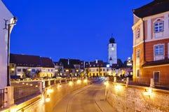 Sibiu en Roumanie, la nuit Photographie stock libre de droits