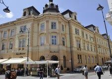 Sibiu Juni 16: Forntida byggnader från centrum av Sibiu i Rumänien Fotografering för Bildbyråer