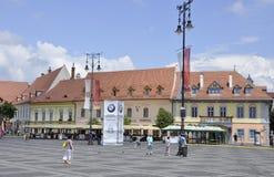 Sibiu Juni 16: Forntida byggnader från centrum av Sibiu i Rumänien Royaltyfri Bild