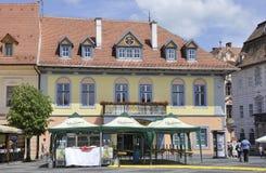 Sibiu Juni 16: Forntida byggnader från centrum av Sibiu i Rumänien Arkivfoton