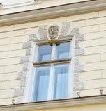 Sibiu, Roemenië: Details van oude gebouwen dichtbij de stad in Stock Foto