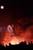 Foules et lumières rouges pendant la nuit Photo stock