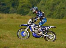 SIBIU, RUMÄNIEN - 16. JULI: Brett Swanepoel, der in harter Enduro Sammlung Red Bulls ROMANIACS mit einem Motorrad Yamahas YZF kon Stockbild