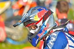 SIBIU RUMÄNIEN - JULI 18: Graham Jarvis som konkurrerar i Red Bull ROMANIACS hårda Enduro, samlar arkivbild
