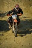 SIBIU, RUMÄNIEN - 18. JULI: Stefan Bachmann, der in harter Enduro Sammlung Red Bulls ROMANIACS mit einem Motorrad TC Hammersieda  Lizenzfreies Stockbild