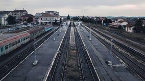 SIBIU, RUMÄNIEN - 18. JUNI 2016: Sibiu-Bahnstation an der Dämmerung Stockbild
