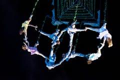 SIBIU, RUMÄNIEN - 17. JUNI 2016: Mitglieder des VOALA stationieren die Ausführung im Großen Quadrat, während internationalen Thea lizenzfreies stockfoto