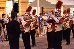 SIBIU, RUMUNIA - 17 2016 CZERWIEC: Członkowie Triuggio orkiestry marsszowa spełnianie przy Sibiu Theatre Międzynarodowym festiwal Obraz Royalty Free
