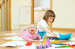 Sibling plays with pencils Royalty Free Stock Photos