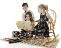 Sibling Read Royalty Free Stock Photos