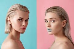 Siblings die zelfde in make-up maken royalty-vrije stock foto's