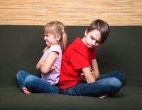Siblings het rijtjes debatteren royalty-vrije stock foto
