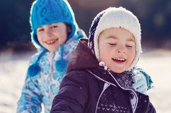 Siblings play in snow Royalty Free Stock Photography