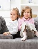 Siblings thuis Royalty-vrije Stock Afbeeldingen