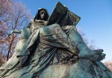 Sibyl, der das Buch der Geschichte, Bismarck-Denkmal liest Stockfotos