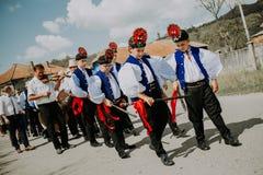 Sic Transilvania Roemenië 09 08 traditionele het huwelijksdag van 2018 in het dorp stock foto