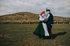 Sic Transilvania Rumänien 09 08 Braut 2018 und Bräutigam in der traditionellen Klage an ihrem Hochzeitstag lizenzfreies stockfoto