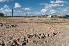 Siccità in Germania, acqua bassa sul Reno Fotografia Stock Libera da Diritti