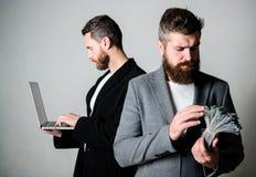 Sich entwickelnde Anwendungen Digitaltechnik IT-Geschäft Geld überall verdienen Erwerben Sie Geld on-line-Geschäft Sie können zu stockbild