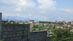 Sich entwickelnde Wohngebäude, Conakry, Guinea stock video footage