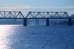 Sich fortbewegende Eisenbahnbrücke Stockfotografie