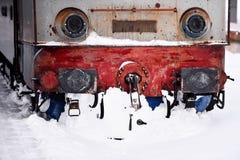 Sich fortbewegendes festes des alten Zugs im Schnee Lizenzfreies Stockbild