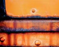 Sich fortbewegendes Gestaltungselementabkühlungsauto alterte und getragene Platten, die exibit gelbe und brillant orange Farben lizenzfreies stockfoto