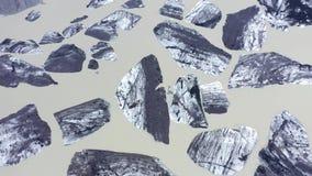 Sich hin- und herbewegende Eisberge von der Gletscherschmelze in Seewasser, Fliegenluftbrummenansicht Svinafellsjokull See, Vatna stock footage