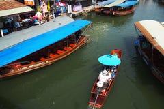 Sich hin- und herbewegende Märkte Bangkoks Lizenzfreie Stockfotos