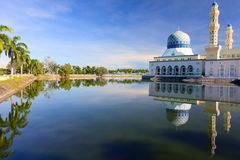 Sich hin- und herbewegende Moschee in Kota Kinabalu Stockbild