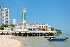 Sich hin- und herbewegende Moschee von Tanjung Bungah in Penang Stockbilder