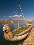 Sich hin- und herbewegende Uros Inseln Stockfotos
