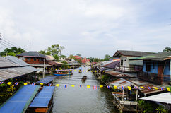 Sich hin- und herbewegender Markt Amphawa Stockfoto
