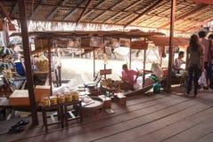 Sich hin- und herbewegender Markt Ayothaya Stockfotografie