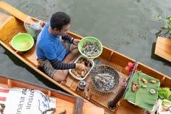 Sich hin- und herbewegender Markt in Bangkok lizenzfreies stockfoto